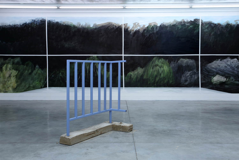 Structure de Jérémy Liron (1er plan) Peinture de Claire Chauvel (2ème plan) Exposition IMMERSION au CACL - mai 2015