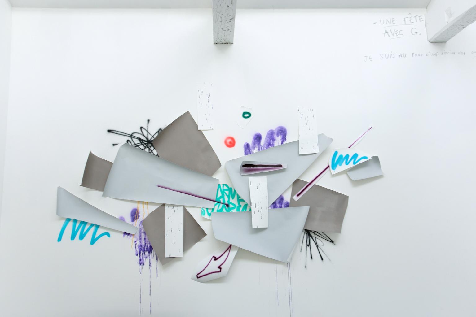 Installation de Guillaume Mathivet Texte de Guillaume Sauzay (en haut à droite de l'image) Exposition IMMERSION au CACL - mai 2015